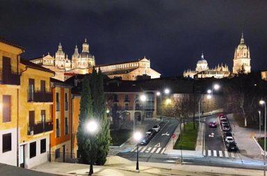 Salamanca de noche enamora