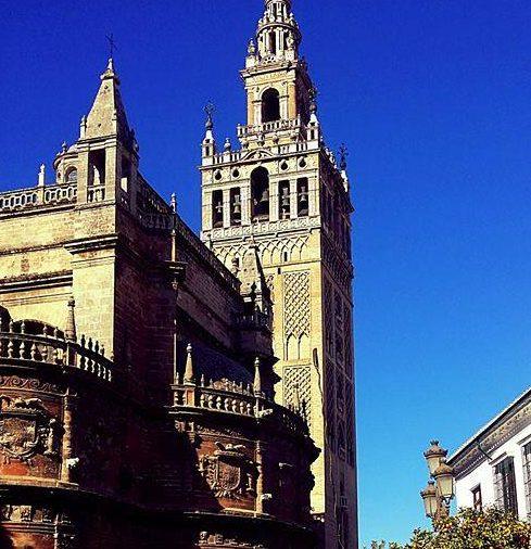 La Giralda de Sevilla acaricia el cielo de nuestra ciudad