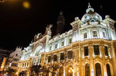Edificio Correos situado en la plaza del ayuntamiento de Valencia