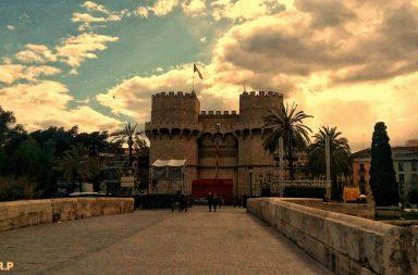 Torres de Serrano, Valencia por Un paseo por Valencia, esta mañana. Por Rosa Recio Pascual