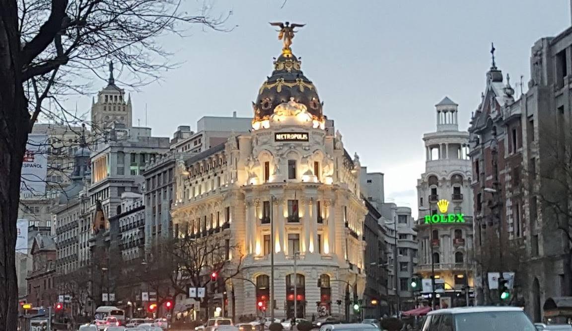 Edificio metr polis uno de los edificios m s bonitos de for Edificio de la comunidad de madrid