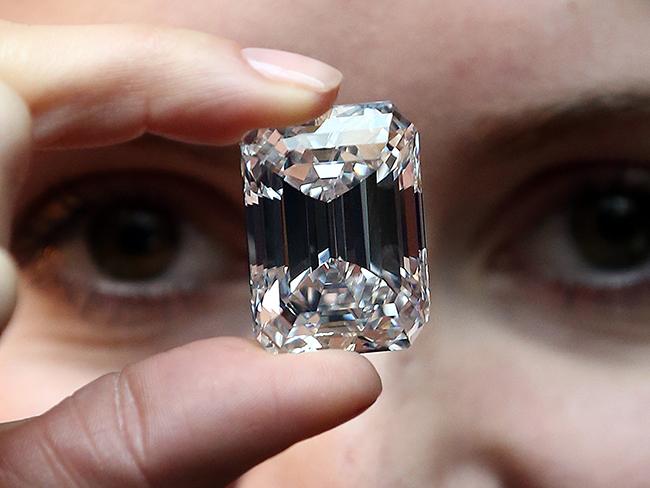 Compra un anillo por 11 euros y resulta ser un diamante valorado en 400.000 euros