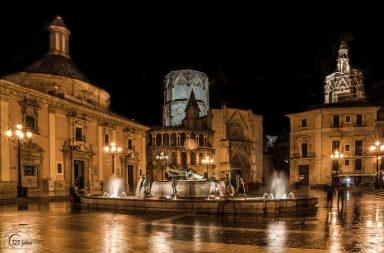 Plaza de la vigen con logo