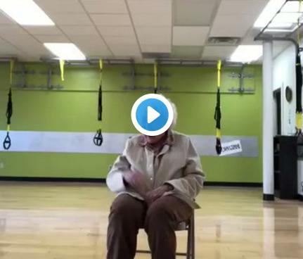Una mujer de 93 años entrena al ritmo de la música de Alaska