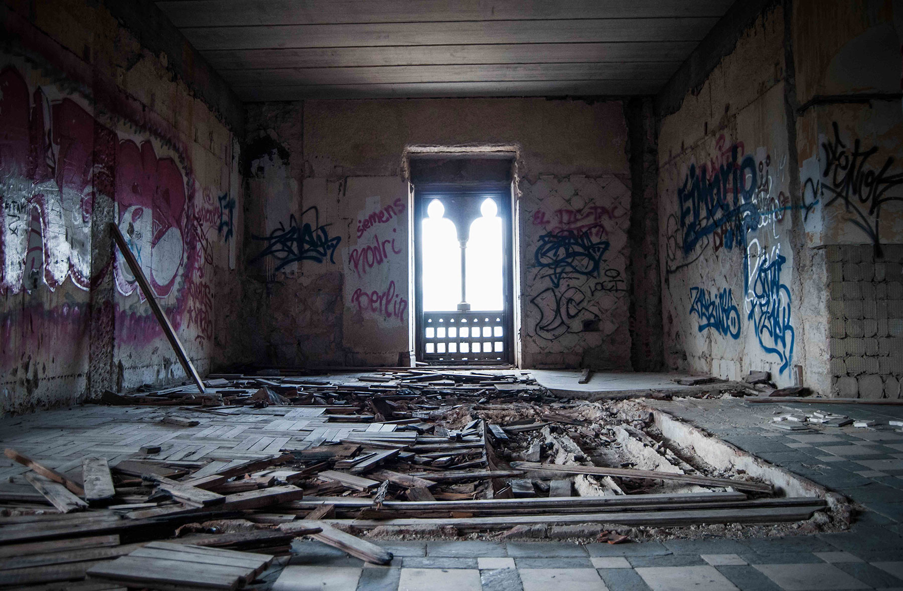Palacio del canto del pico madrid historia del castillo encantado - Casa de franco torrelodones ...