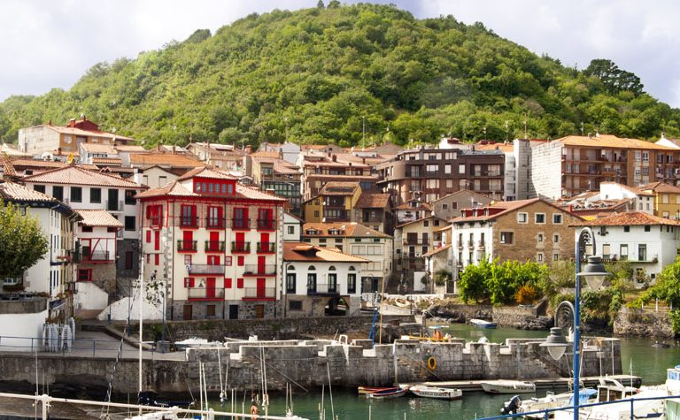Nos adentramos en el precioso pueblo de Mundaka en Euskadi